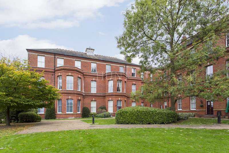 2 Bedrooms Apartment Flat for sale in Rosebury Square, Repton Park, Woodford Green, Essex IG8