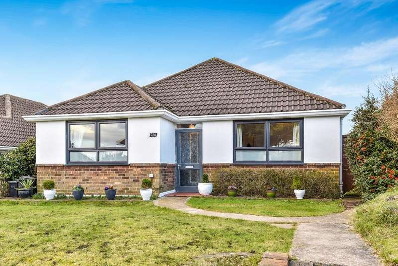 3 Bedrooms Bungalow for sale in Hawes Lane West Wickham BR4