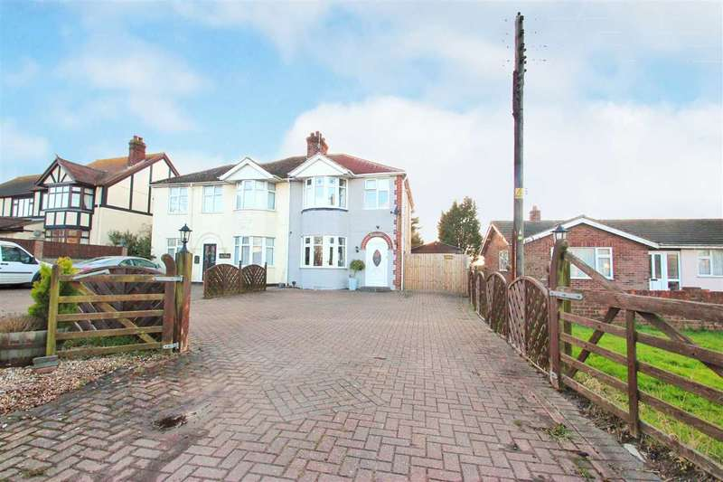 3 Bedrooms Semi Detached House for sale in Clacton Road, Weeley