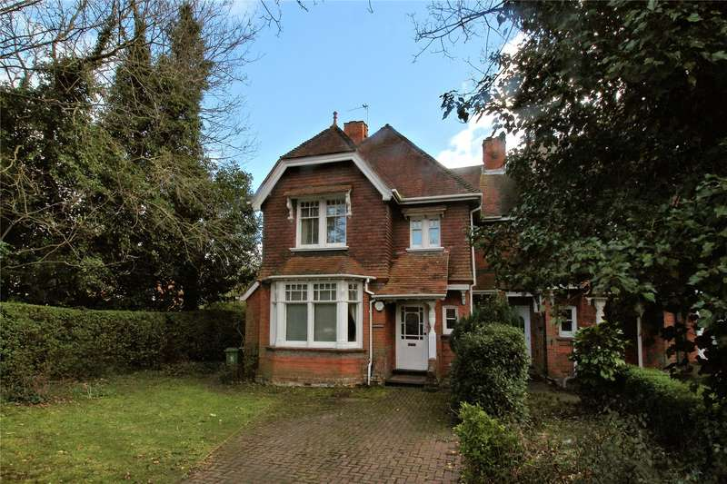 4 Bedrooms Semi Detached House for sale in Guildford Road, Woking, Surrey, GU22