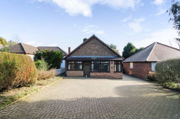 2 Bedrooms Bungalow for sale in Woodland Road, Burton-On-Trent, Staffordshire, DE15 9TJ