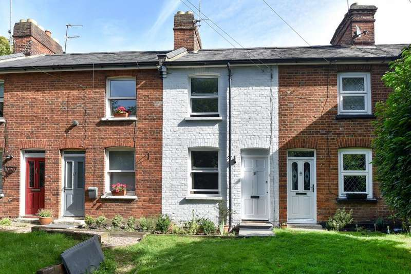 2 Bedrooms Cottage House for sale in High Wycombe, Buckinghamshire, HP13