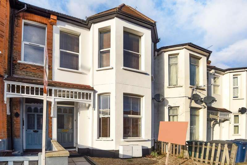 2 Bedrooms Flat for sale in Squires Lane, Finchley, N3