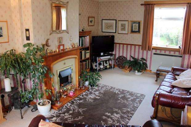 3 Bedrooms Semi Detached House for sale in Kintillo Place, Bridge of Earn, Perth, PH2