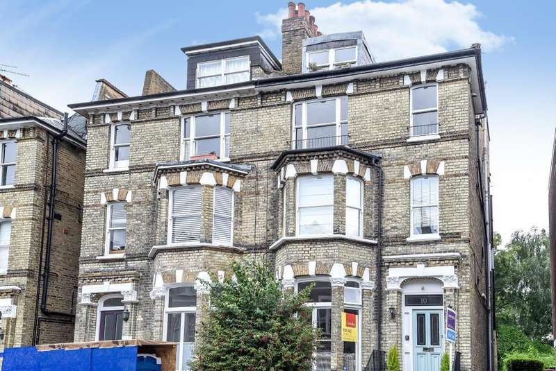 2 Bedrooms Flat for sale in Cardigan Road, Richmond, TW10