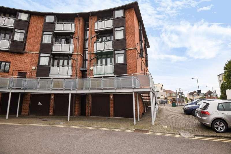 2 Bedrooms Flat for sale in Nash Court, Nash Way, Harrow, HA3