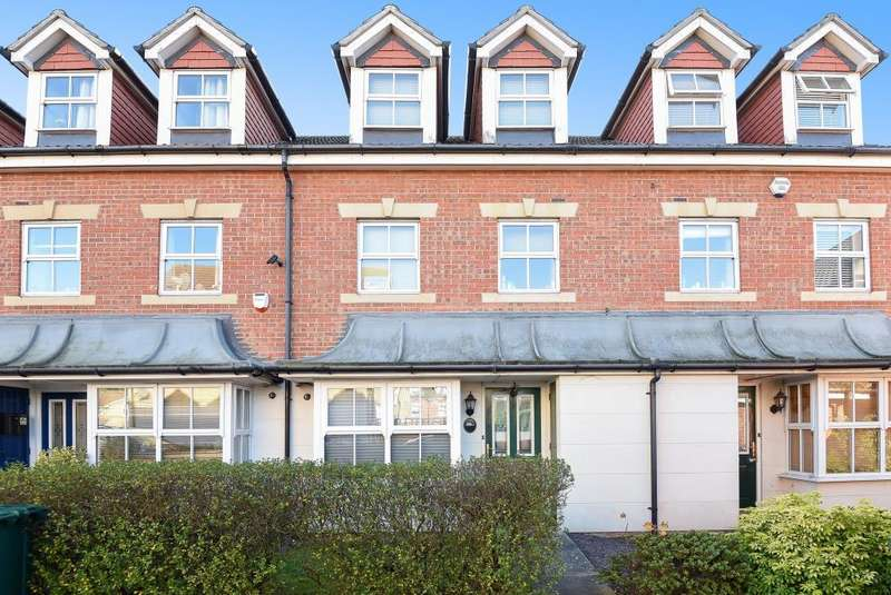 4 Bedrooms House for sale in Bowater Gardens, Lower Sunbury, TW16