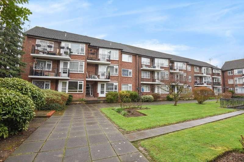 2 Bedrooms Flat for sale in Parr Court, Hanworth Park, TW13