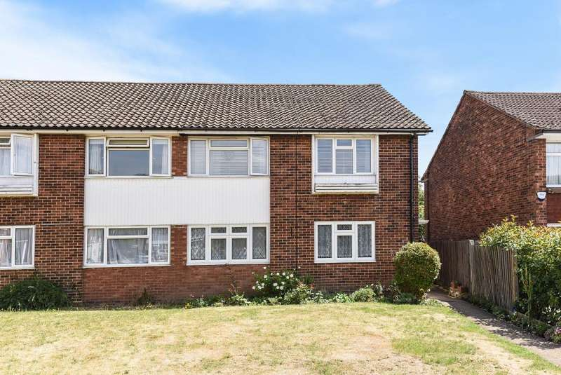 2 Bedrooms Maisonette Flat for sale in Cedar Way, Sunbury-On-Thames, TW16