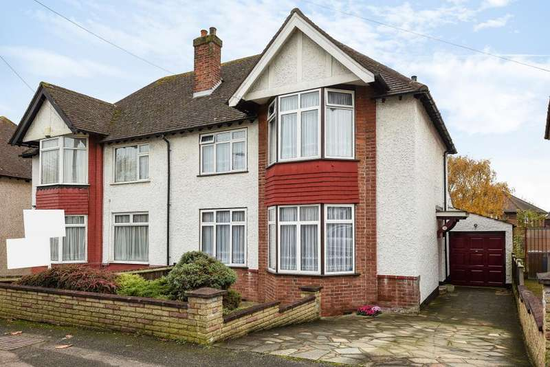 3 Bedrooms House for sale in Buckingham Road, Edgware, HA8