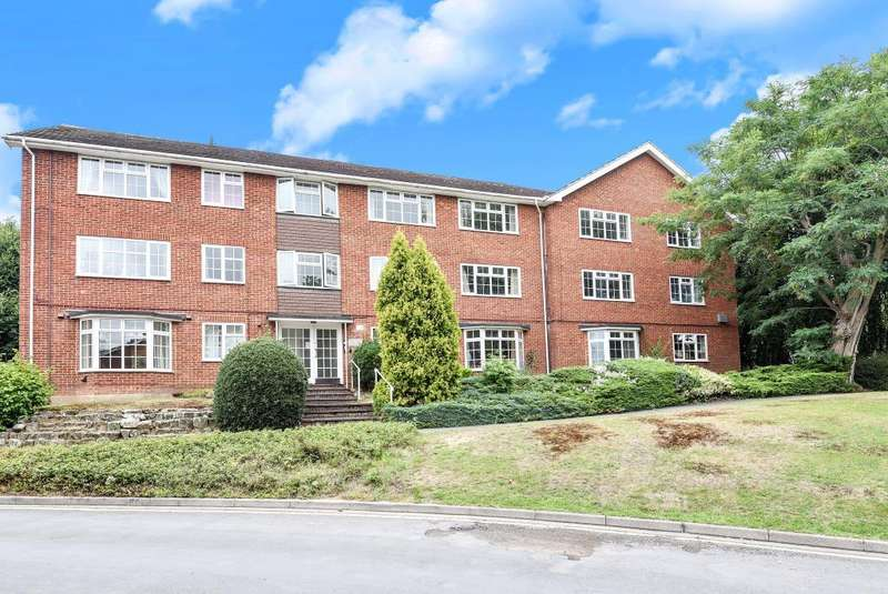 2 Bedrooms Flat for sale in Woking, Surrey, GU22
