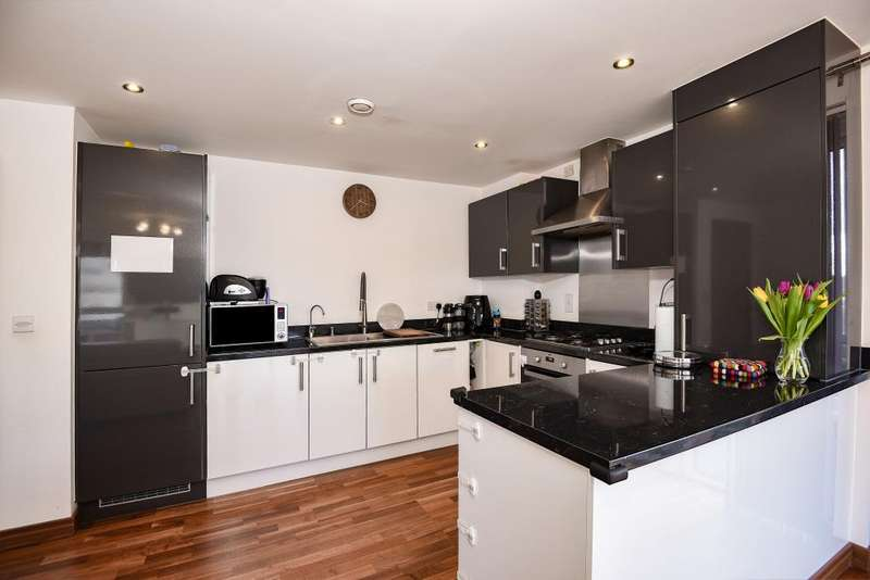 2 Bedrooms Flat for sale in Edgware, Middlesex, HA8
