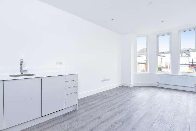 2 Bedrooms Flat for sale in Park Road, New Barnet, EN4
