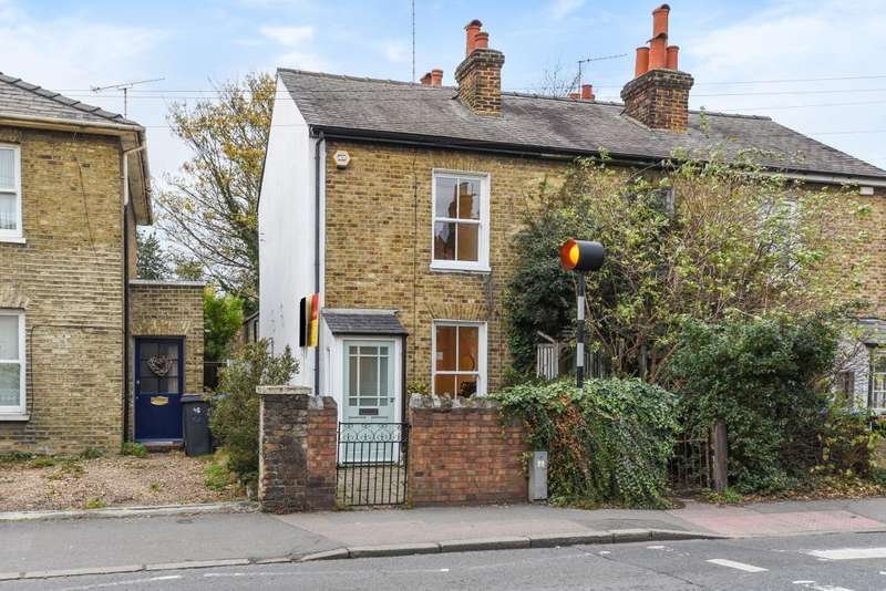 2 Bedrooms Cottage House for sale in Hawks Road, Kingston Upon Thames, KT1