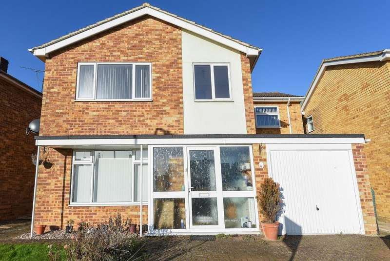 4 Bedrooms Detached House for sale in Peveril Road, Greatworth, OX17