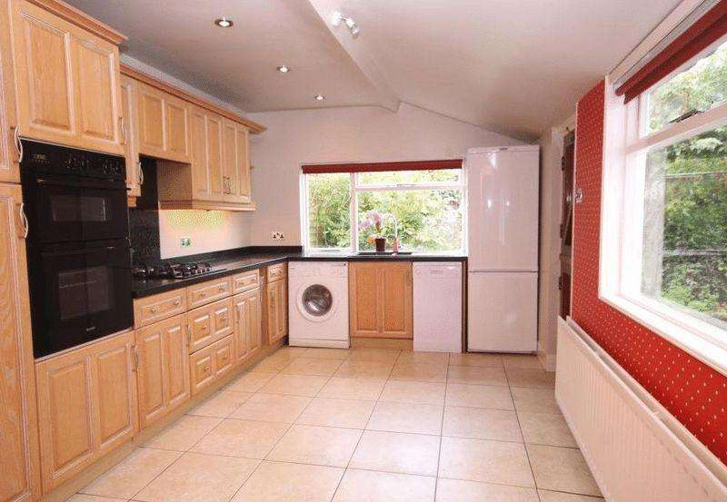 3 Bedrooms House for rent in East Street, Bookham Village