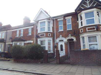3 Bedrooms Terraced House for sale in Hurst Grove, Bedford, Bedfordshire