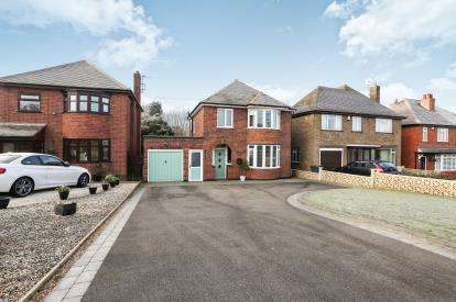 3 Bedrooms Detached House for sale in Watling Street, Grendon, Warwickshire