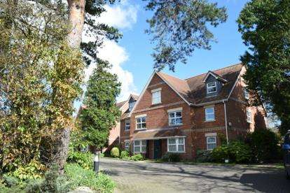 2 Bedrooms Flat for sale in 16 St. Peters Road, Poole
