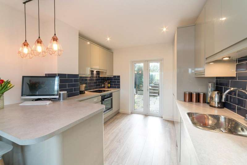 3 Bedrooms End Of Terrace House for sale in Granville Road, Northchurch, HP4