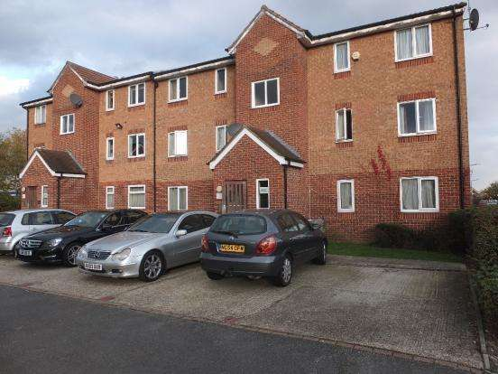 2 Bedrooms Flat for sale in express drive , essex IG3