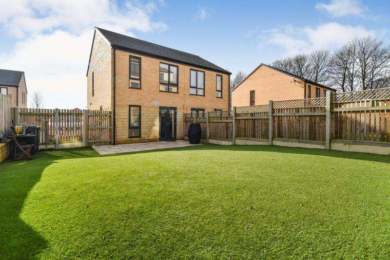 2 Bedrooms Semi Detached House for sale in Daisy Fields, Poplars Park, Bradford