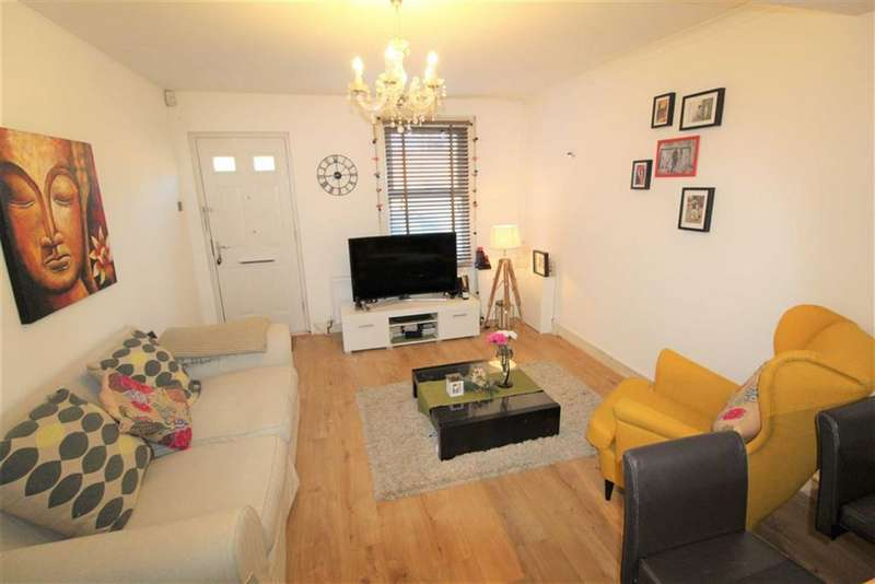 2 Bedrooms Terraced House for sale in Victoria Road, Slough, Berkshire