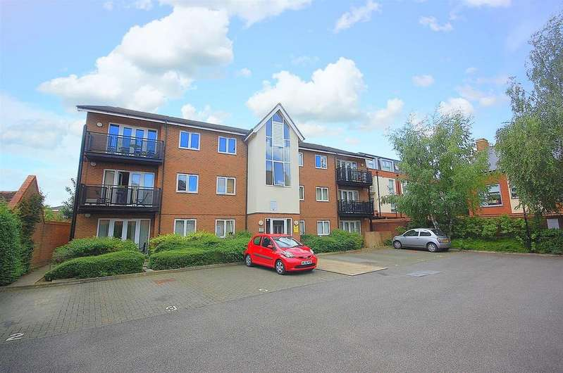 2 Bedrooms Apartment Flat for sale in Fyffes Court, Fishponds Road, Hitchin
