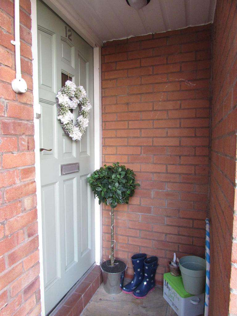 2 Bedrooms Maisonette Flat for sale in A 12, Haddon Road, Heald Green, Stockport, SK8