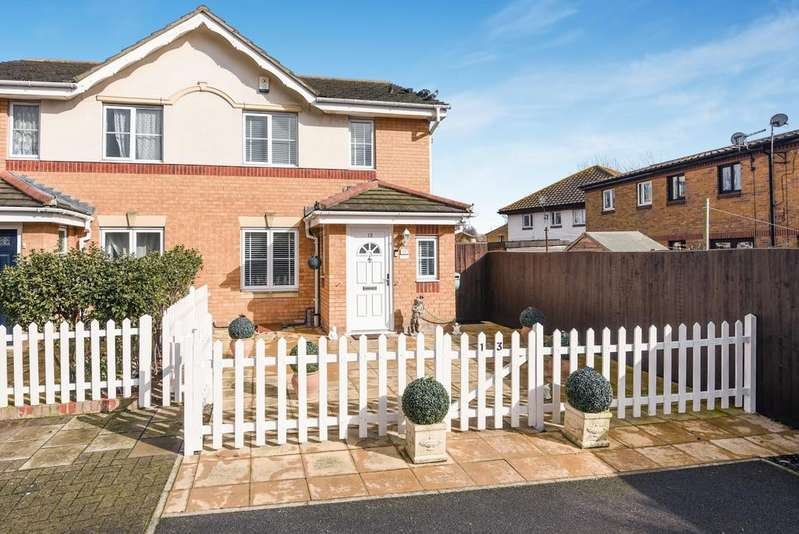 3 Bedrooms Semi Detached House for sale in Livesey Close London SE28