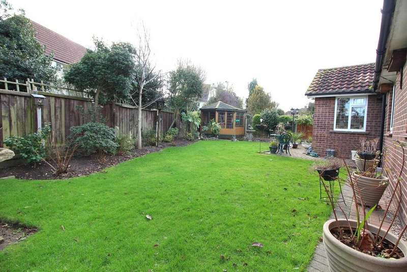 3 Bedrooms Detached Bungalow for sale in Beehive Lane, Chelmsford, Essex, CM2
