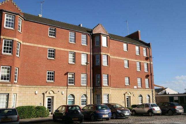 2 Bedrooms Flat for rent in Fox Street, Leith, Edinburgh, EH6 7HN
