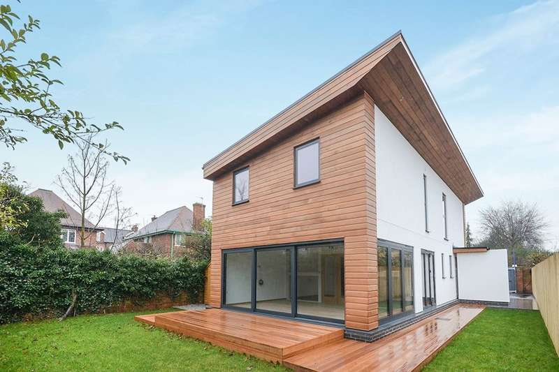 3 Bedrooms Detached House for sale in Rosedale Avenue, York, YO26
