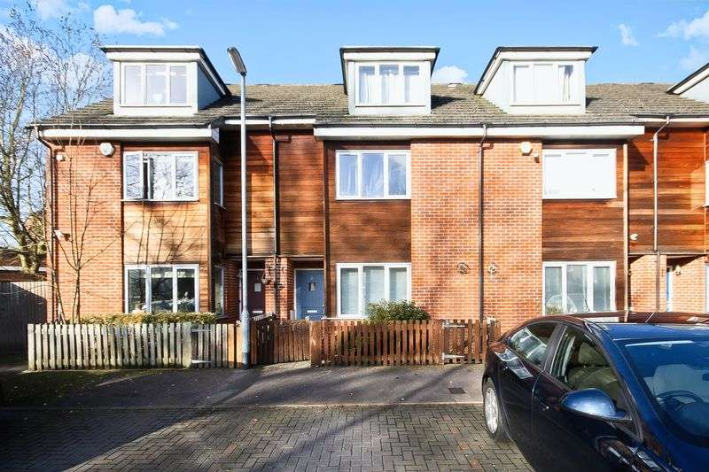 3 Bedrooms Property for sale in Owen Close, Northolt