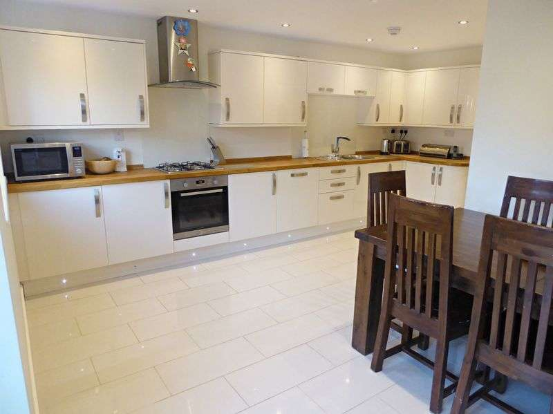 4 Bedrooms Property for sale in Birch Road, Martock