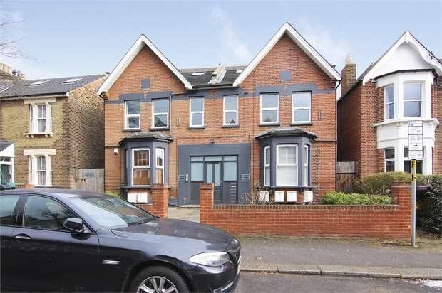 2 Bedrooms Flat for sale in Carisbrooke Road, Walthamstow, London
