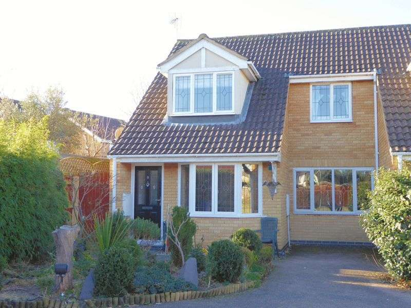 3 Bedrooms Property for sale in Falcon Mead, Bicester