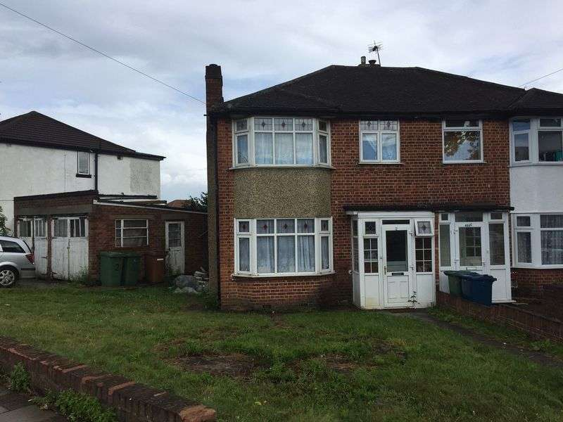 3 Bedrooms Property for sale in Collins Avenue, Stanmore, Middlesex, HA7 1DL