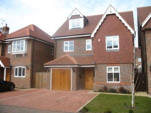 5 Bedrooms Property for rent in Fauna Close, STANMORE, Middlesex, HA7 4PX