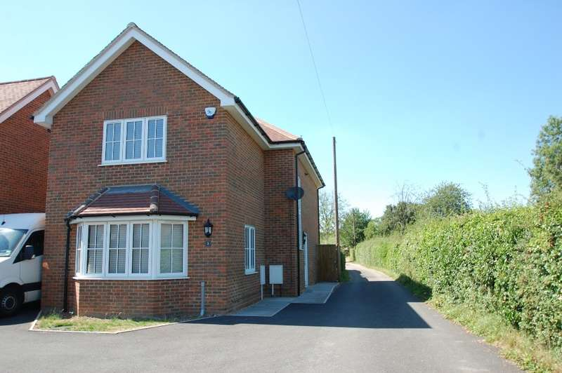 3 Bedrooms Semi Detached House for rent in Kirby Close, Three Households, Chalfont St Giles, HP8