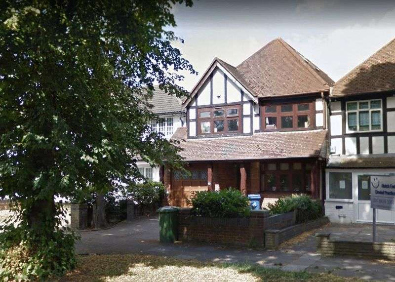 4 Bedrooms Property for rent in Uxbridge Road, Hatch End, Pinner, Middlesex, HA5 4DS
