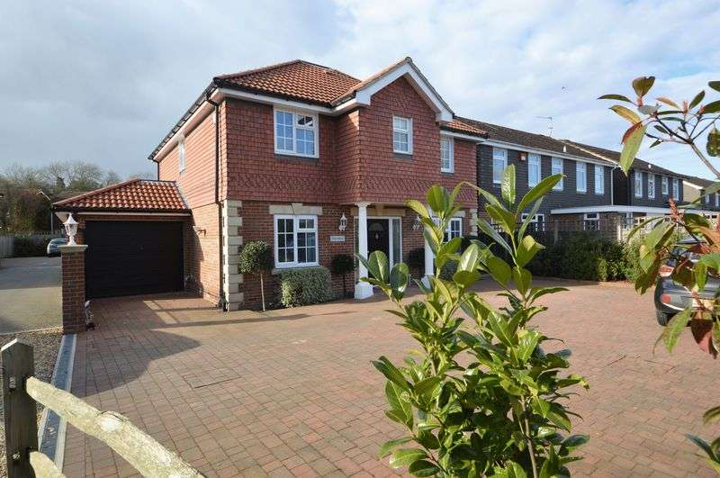 4 Bedrooms Property for sale in South Lane, Clanfield