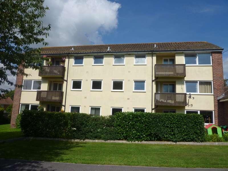 2 Bedrooms Flat for rent in Norton Close, Southwick, Fareham