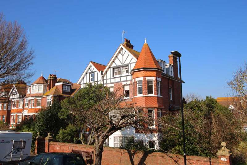 3 Bedrooms Flat for sale in Darley Road, Eastbourne, BN20 7PB