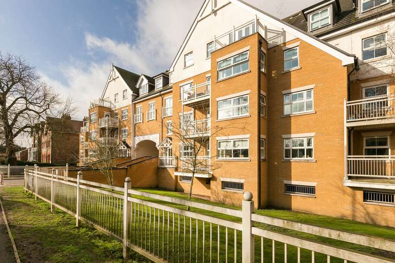 2 Bedrooms Apartment Flat for sale in Shore Point, Buckhurst Hill IG9