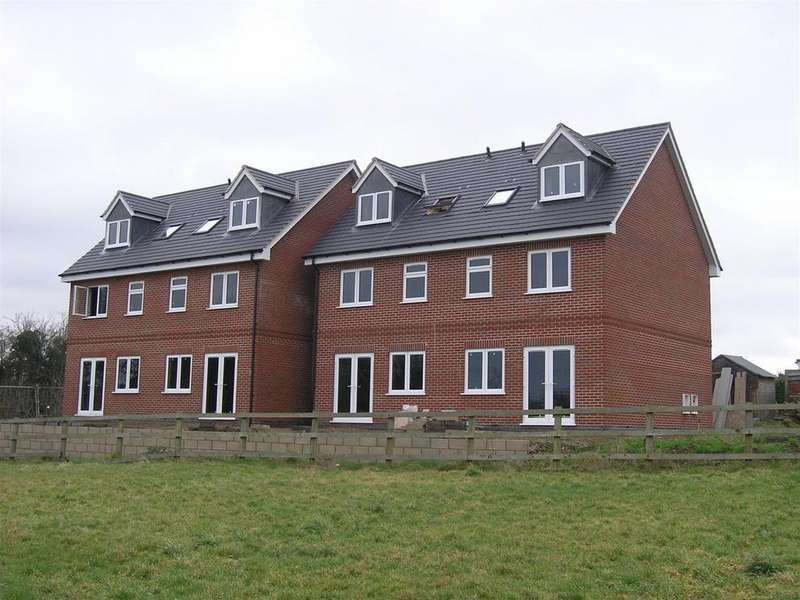 3 Bedrooms Semi Detached House for rent in Salisbury Avenue, Croft, Leicester