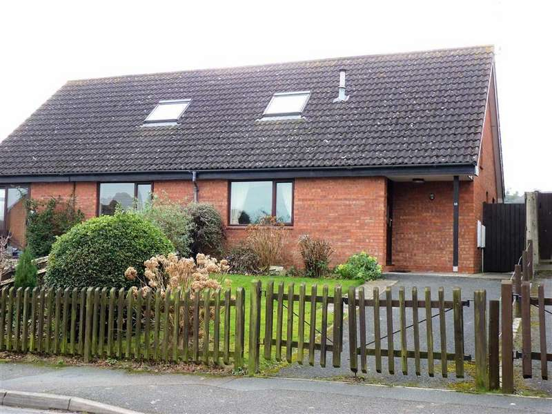 2 Bedrooms Bungalow for sale in Field Grove View, Hereford