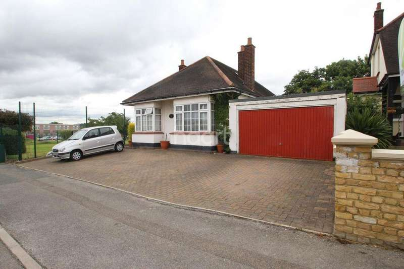 5 Bedrooms Bungalow for sale in Scratton Road, Stanford-Le-Hope