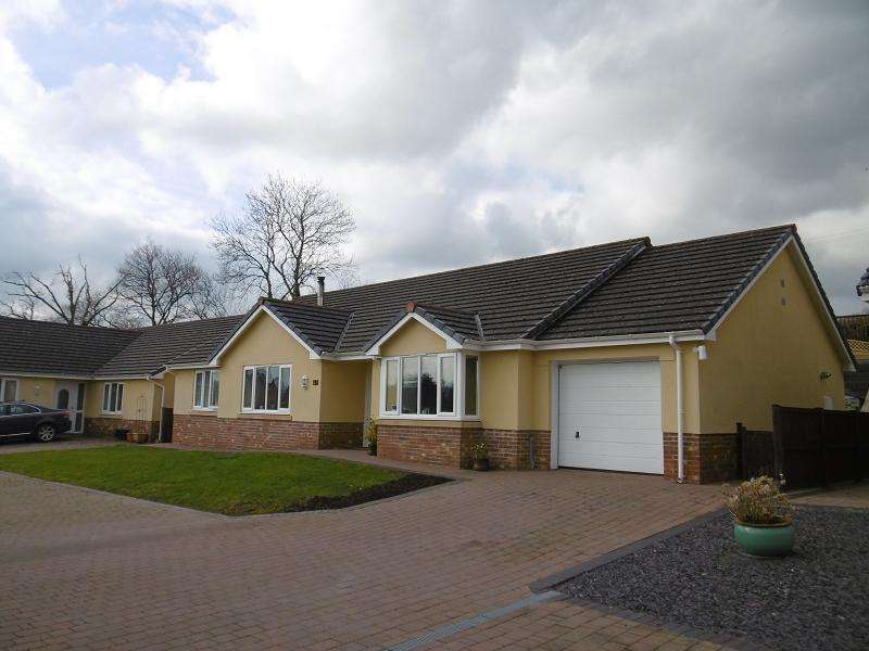 3 Bedrooms Detached Bungalow for sale in Maes Yr Haf, Llanwrda, Carmarthenshire.