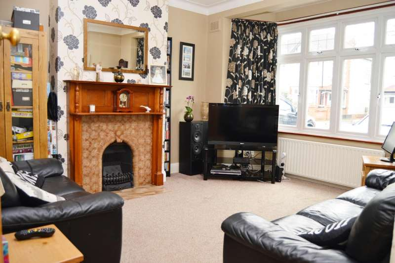 4 Bedrooms Terraced House for sale in Stanley Avenue, Gidea Park